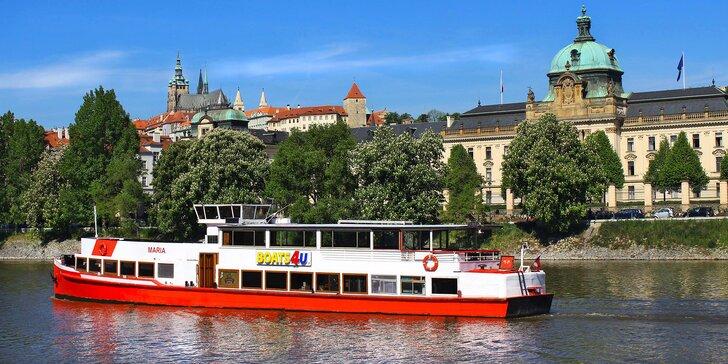 Vyhlídkové plavby po Vltavě pro děti i dospělé: 1 nebo 2 hodiny i studený a teplý raut