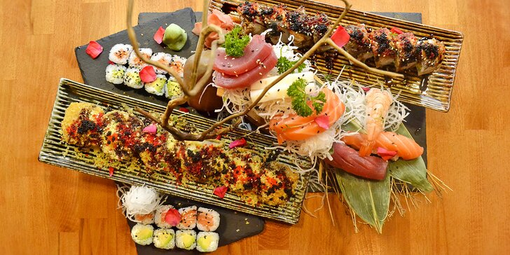 Japonská kuchyně v Dejvicích: degustační set sushi rolek pro 2 osoby