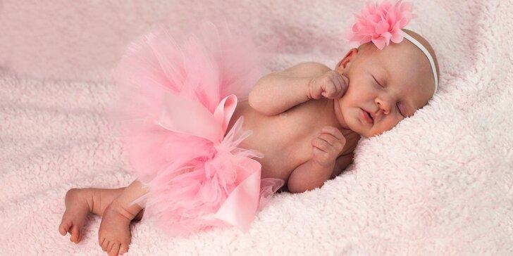 Profesionální novorozenecké nebo těhotenské focení v ateliéru