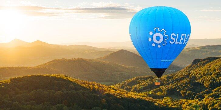 Zážitek na celý život: let balonem včetně slavnostního křtu pro 4 osoby