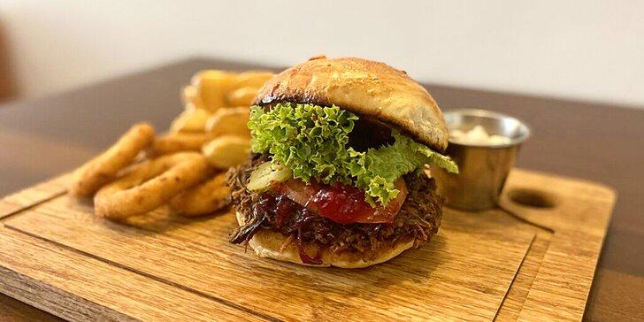 Hovězí burger podle výběru z 5 druhů, dip a bramborové cripsy