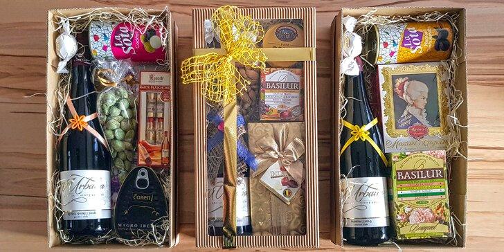 Balíčky pro gurmány: přívlastkové víno, belgické pralinky i čokoláda, paštika a šunka nebo olivy