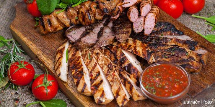 Mix gril s opečeným bramborem: krkovice, kuřecí prso, panenka i biftečky