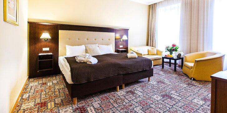 Odpočinkový pobyt ve Varech: bufetové snídaně, 20% sleva na procedury a třeba i perličková koupel