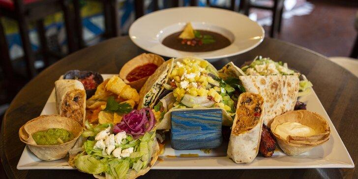 Mexická hostina pro 2 osoby: plato plné specialit, fazolová polévka a dezerty