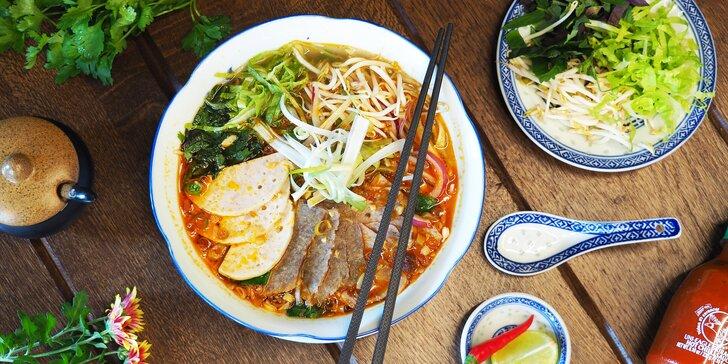 Hostina jako v ráji pro 1–4 osoby: polévka a hlavní jídlo dle výběru ve vietnamské restauraci
