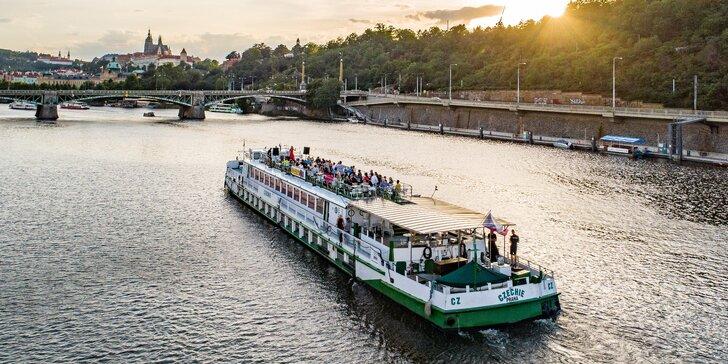 2hodinová plavba po Vltavě, vánoční dárek: úžasné výhledy a oběd nebo večeře na palubě