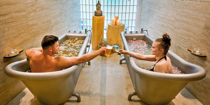 Zážitková koupel s neomezeným vstupem do saunového světa s vířivkou: Pivní koupel a Kleopatřina růžová lázeň