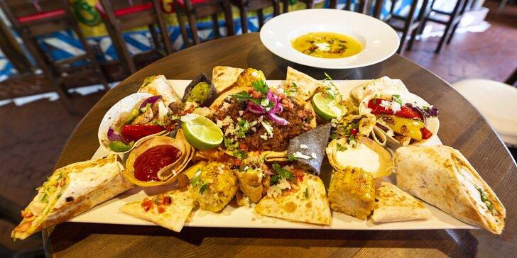 Tříchodové menu v mexické restauraci pro 2 osoby: polévka, plato dobrot a dezert