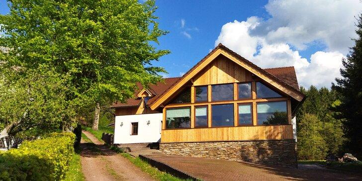 Nový penzion na Broumovsku: pokoje či apartmán s terasou, privátní wellness i venkovní bazén, snídaně