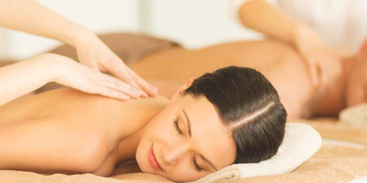 Romantická aromatická masáž se zábalem pro dva