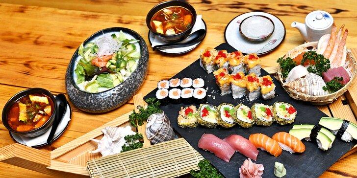 Nabité sushi menu pro dva v centru Prahy: losos, krevety, tuňák i avokádo