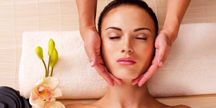 Relaxační masáž nohou s peelingem a kosmetická masáž včetně ledové masky