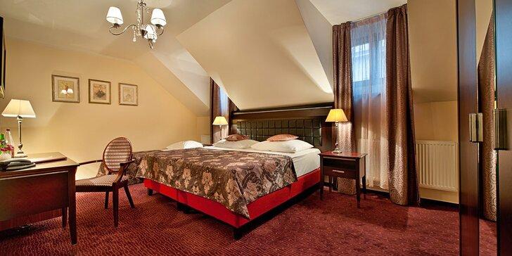 Pobyt v Praze: hotel na Novém Městě se snídaněmi, večeří, wellness i okružní jízdou