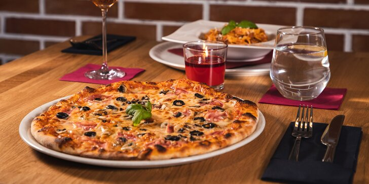 Pizza o průměru 32 cm nebo domácí pasta dle výběrů pro jednoho či dva pod Gröbovkou