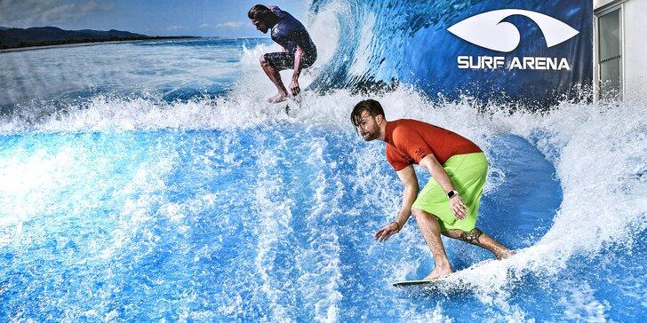 Chyťte vlnu: jízdy na surfovém simulátoru a limonáda i pizza dle výběru