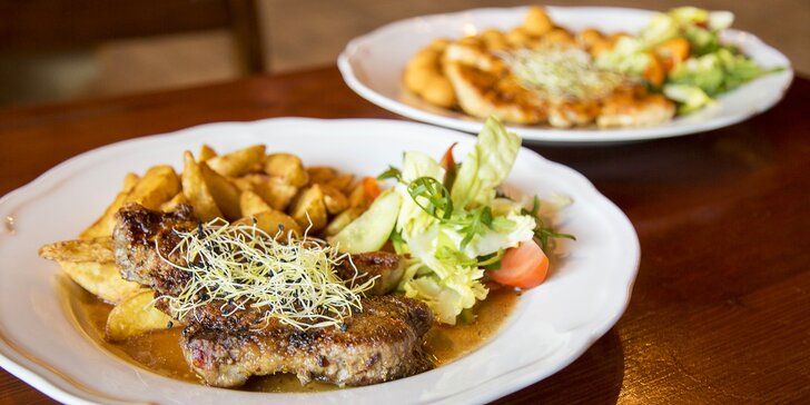 300g steaky z hovězího, kuřecího nebo vepřového masa a příloha