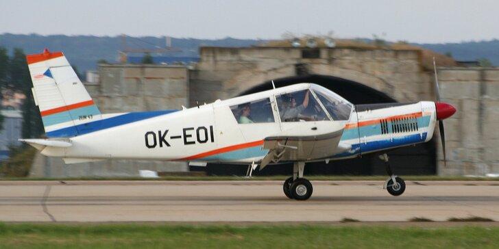 Pilotem letounu Zlín 43 na zkoušku: let pro 1 až 3 osoby i pozemní příprava