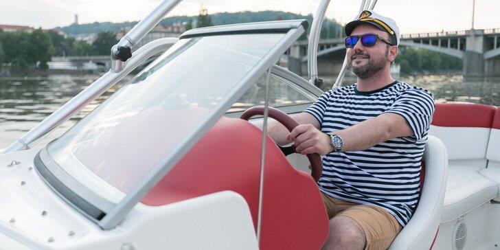 Vůdce malého plavidla: řidičák na loď v Praze na Vltavě