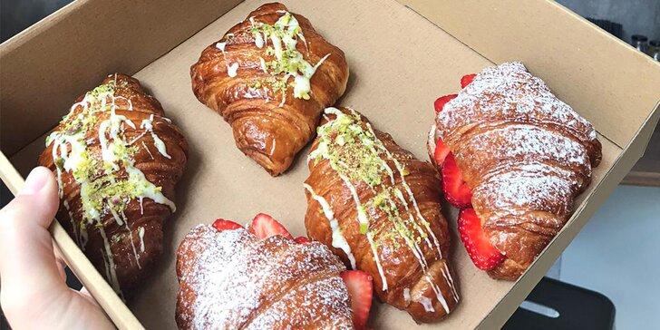 Dobrota ve francouzském stylu: croissant a káva podle výběru pro dva