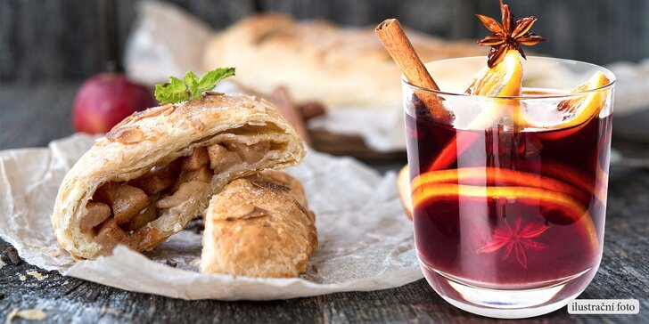 Při procházce Prahou: svařené víno pro zahřátí a domácí štrúdl nebo croissant