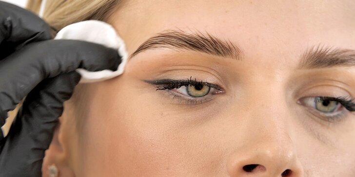 Kosmetická procedura podle výběru: lash lifting řas nebo laminace obočí včetně barvení