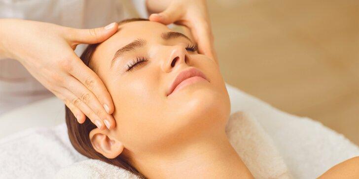 Liftingové kosmetické ošetření pleti nebo čištění pleti pro mladé