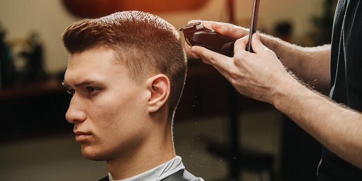 Balíček péče v barber shopu: střih vlasů, úprava obočí i vousů