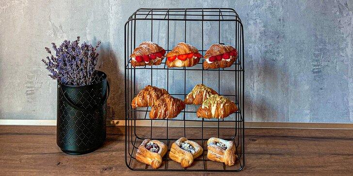 Krabice s 8 nadýchanými croissanty dle výběru