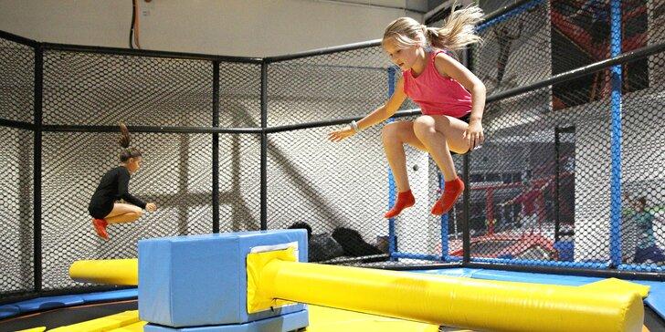 Jump Family Olomouc: hodina v trampolínovém centru se spoustou atrakcí