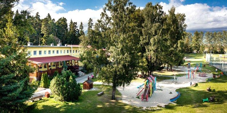 Pobyt v největším rodinném resortu na Slovensku: venkovní hřiště i prolézačky, trampolíny, bazén a sauny