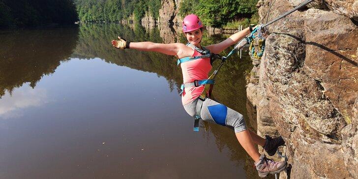Zdolejte skály: kurz bezpečného via ferrata lezení Hluboká pro 1 osobu