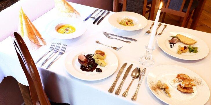 Pětichodové menu pro 2 osoby: zvěřinová paštika, těstoviny s krevetami i vepřová panenka