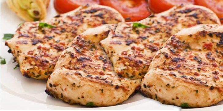 Bohaté tříchodové menu pro DVA dle šéfkuchaře z pořadu Ano, šéfe. Posezení na kuřecí či vepřový způsob, polévka i sladký dezert.