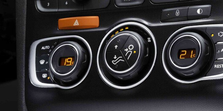 499 Kč za čištění a doplnění klimatizace včetně kontroly funkčnosti. Pohodlné cestování a žádné horké chvilky za volantem!