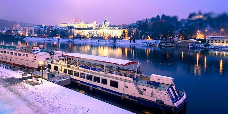 Zážitkové zimní plavby Prahou