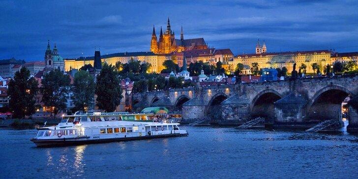 Plavby po Vltavě od jara do podzimu s možností rautu