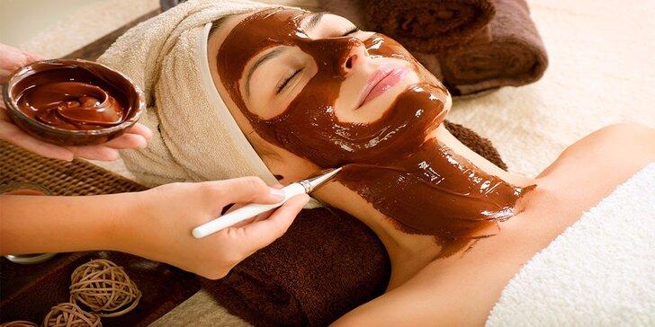 Levandulová masáž obličeje a dekoltu zakončená čokoládovou maskou