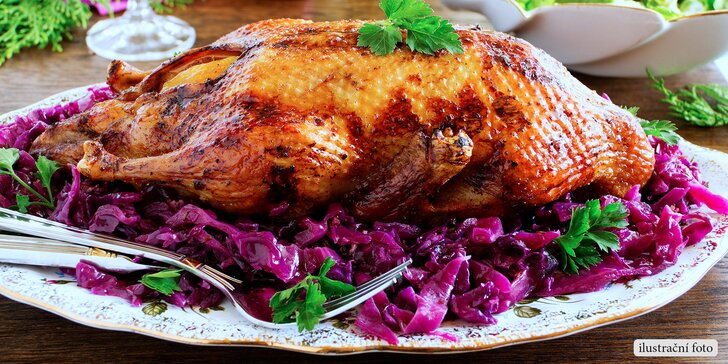 Delikátní pečená kachnička s dvoubarevným zelím a salát pro dva