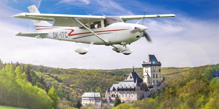 Vyhlídkové lety nad Hostivaří, Velkou a Malou Amerikou nebo Karlštejnem