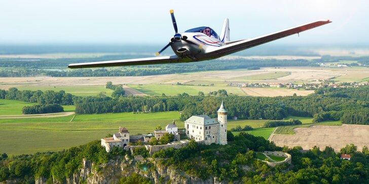 Proleťte se ve sportovním letadle nad krásami Čech a zkuste si pilotování