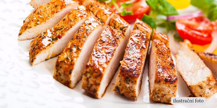 600g masový talíř s kuřecím a vepřovým steakem včetně příloh