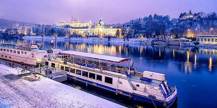 Adventní plavby po Vltavě s koledami a vánočním cukrovím