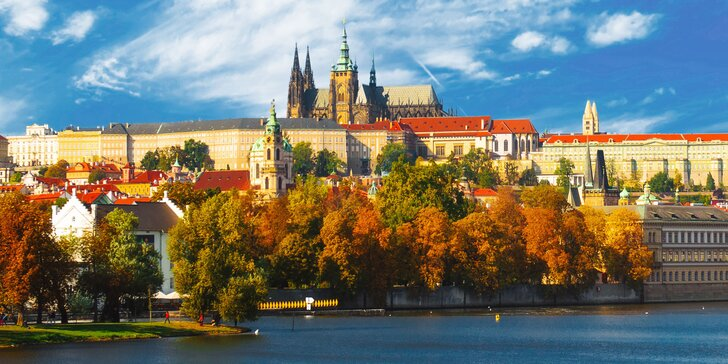 Objevte kouzlo podzimní Prahy s pohodovým ubytováním pro 2 se snídaní