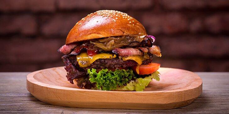 Pořádné burger menu s hranolky, salátem i limonádou pro 1 nebo pro 2