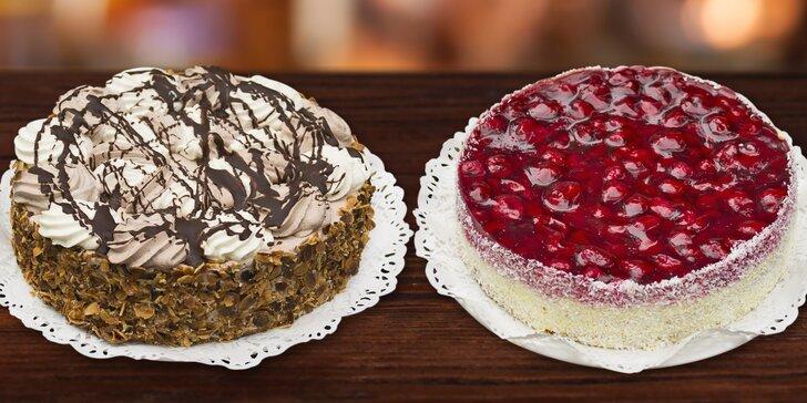 Piškotový dort s malinami a kokosem nebo šlehačkový Harlekýn s mandličkami