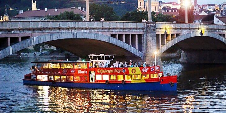Poznejte krásy Prahy: Vyhlídkové plavby po Vltavě s možností rautu a živé hudby