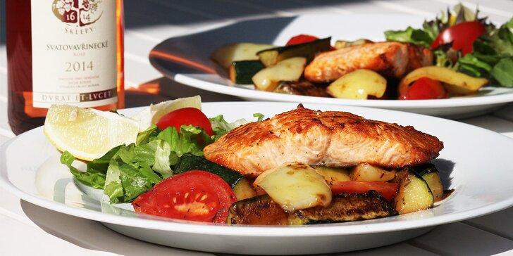 Grilovaný losos se zeleninou pro dva a případně lahev vína