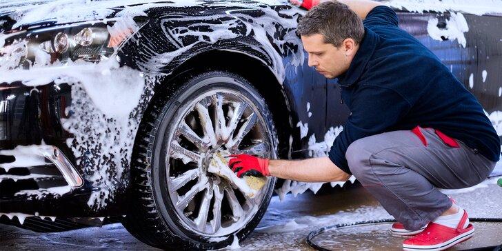 Auto jako ze škatulky: Ruční mytí vozu i velké čištění vč. interiéru