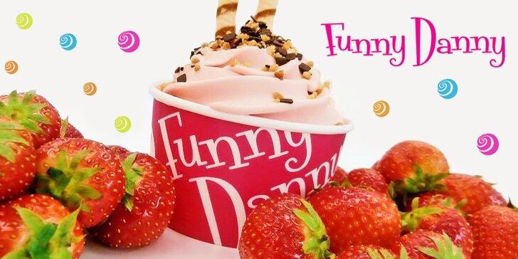 Osvěžující mlsání: Kelímek mraženého jogurtu z Funny Danny vč. posypu a polevy